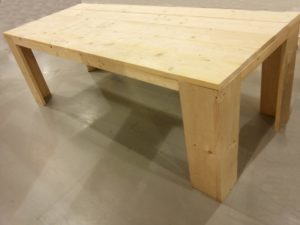 Zelf een tafel maken.
