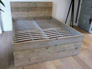 Steigerhout bed.